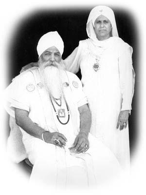Yogi-Bhajan-with-wife-k-yoga.ru